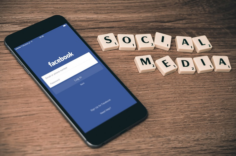 facebook-not-to-make-money-and-users-in-abysmal-amounts